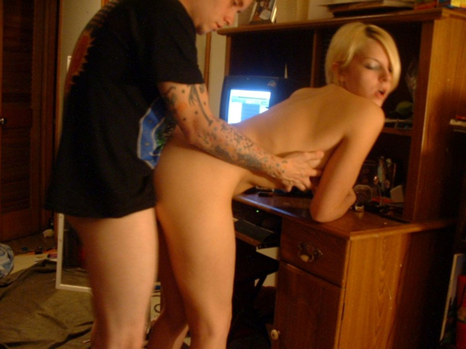 Блондиночка заработала хер в задницу и сперму в рот
