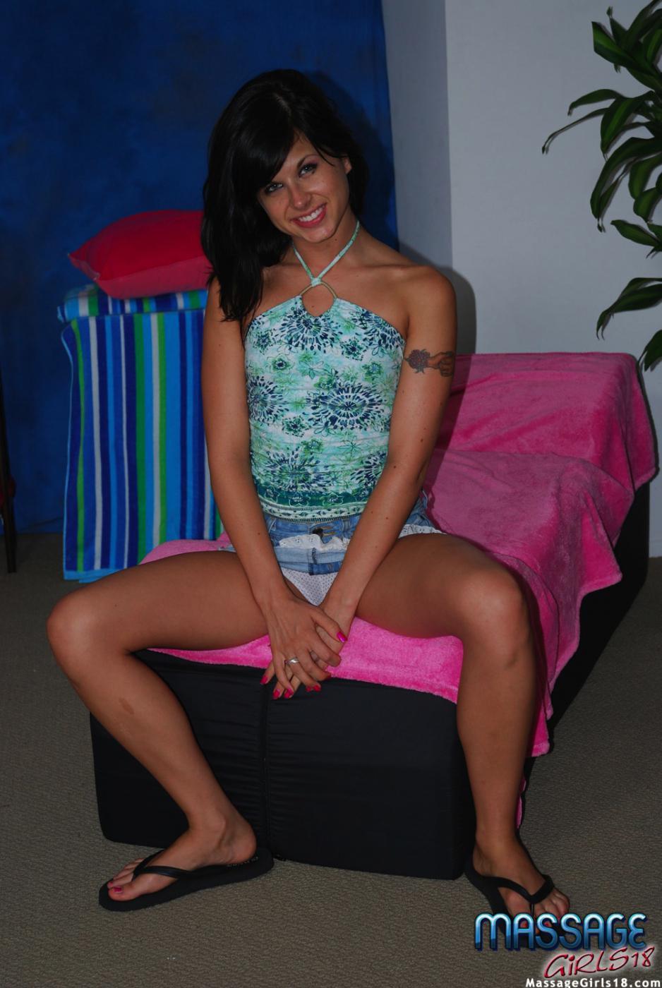 Русая порноактрисса с сочной попкой Marina Mae скачет на писюне
