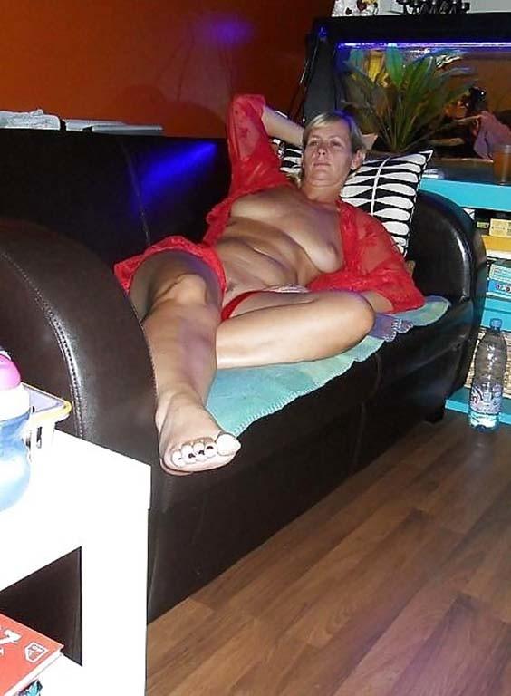 Тетка с широкими ягодицами из Антверпена